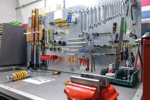 ABR MOTO-Officina riparazione-Preparazione moto/Racing Service/Centro Sospensioni Andreani Group e OHLINS/Revisione forcelle-Revisione ammortizzatori