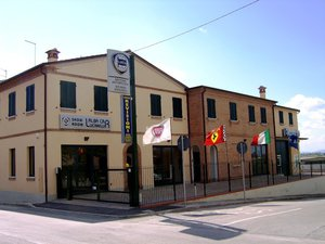 Alba Car S. N. C. di Samuele Lucarelli C.